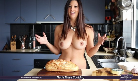 Australian Beauty Scarlett Morgan Cooking Naked Nude Muse