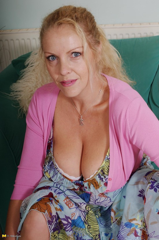 Mature boobs hd